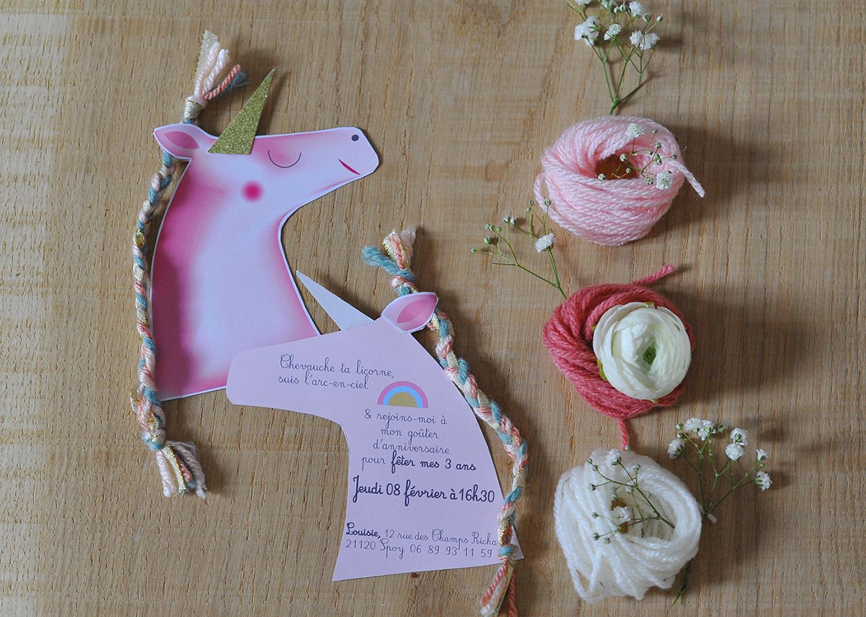 Carte anniversaire en forme de Licorne Thème Licorne - Fille 3 ans - Tête avec tresse en cordelette de plusieurs couleurs en guise de crinière